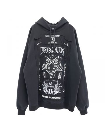 VETEMENTS HARDCORE PATCHED LOGO HOODIE / BLACK-WHITE