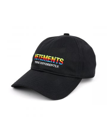VETEMENTS THINK DIFFERENTLY LOGO CAP / BLACK