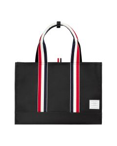 [お問い合わせ商品] THOM BROWNE. ZIP TOP EAST WEST TOTE W/ RWB TWILL HANDLES & PEBBLE LEATHER BOTTOM IN NYLON W/ CANVAS BACKING / NAVY