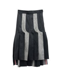 [お問い合わせ商品] THOM BROWNE. BELOW THE KNEE INSIDE OUT PLEAT SKIRT FUNMIX IN ENGINEERED POW HEAVY WOOL / 980 : BLK-WHT