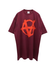 VETEMENTS ANARCHY GOTHIC LOGO T-SHIRT / BORDEAUX-RED